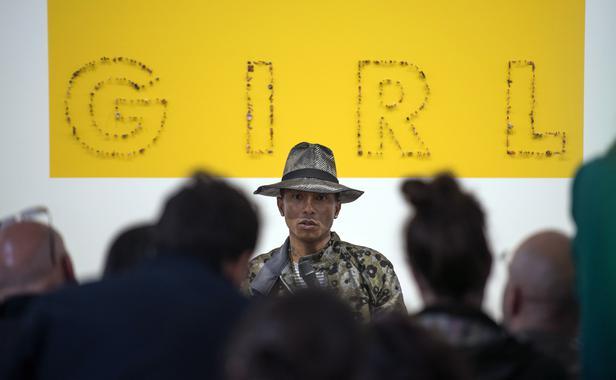 Pharrell Williams lors du vernissage de l'exposition GIRL